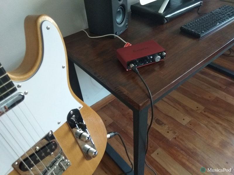 guitarra e interfaz de audio